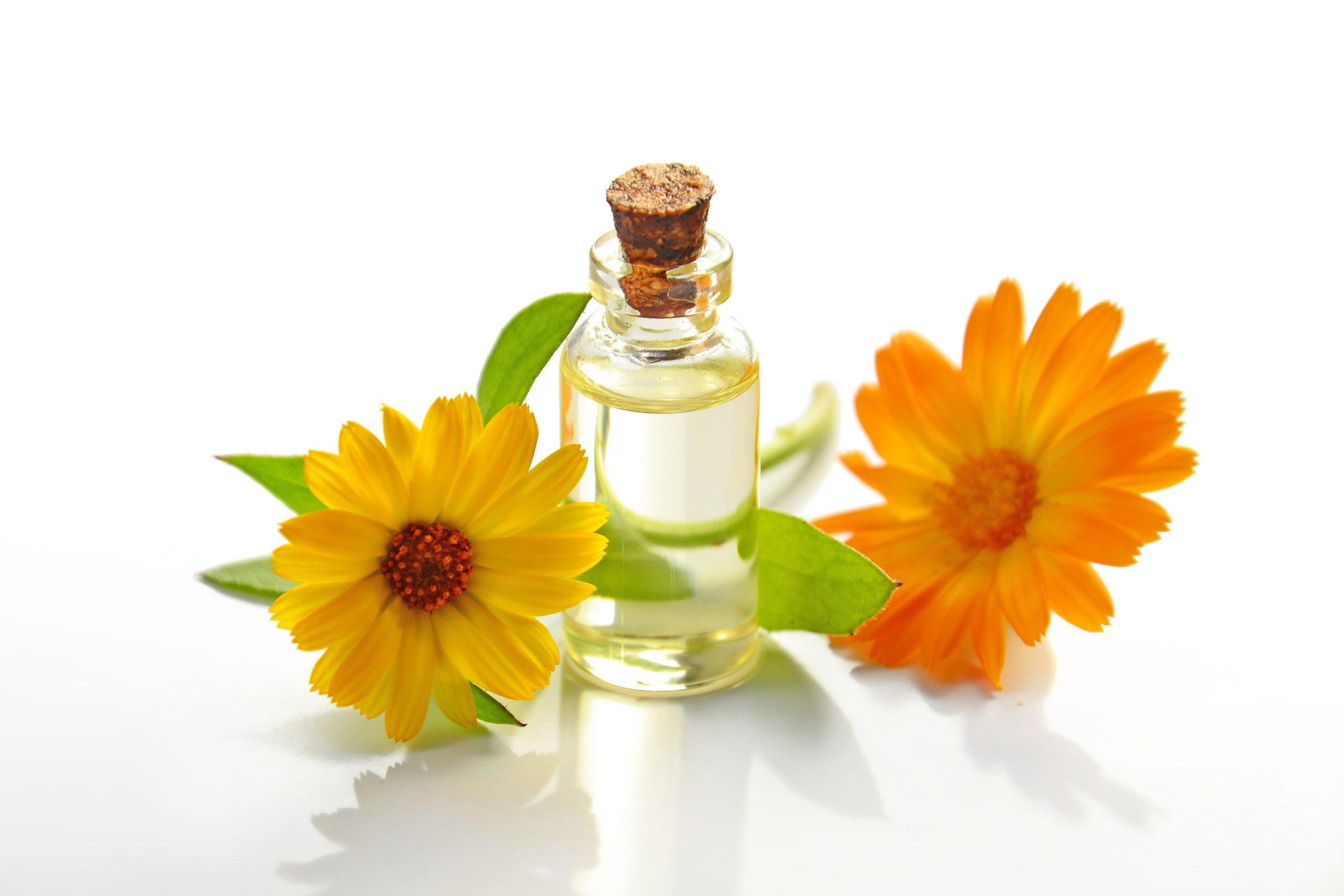 Blumen und ätherisches Öl